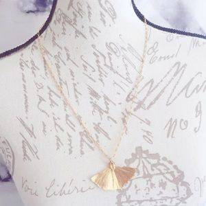 Gold Tone Gingko Leaf Pinup Vintage Necklace